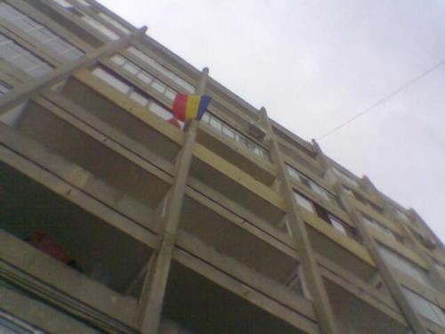 steag romanesc pe bloc